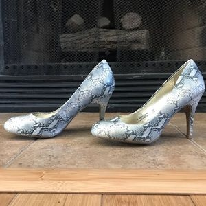 *BRAND NEW* Mossimo Gray Snakeskin 4in Pumps